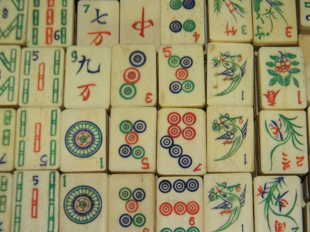 VINTAGE CHINESE BONE & WOOD MAHJONG SET IN CASE - 4