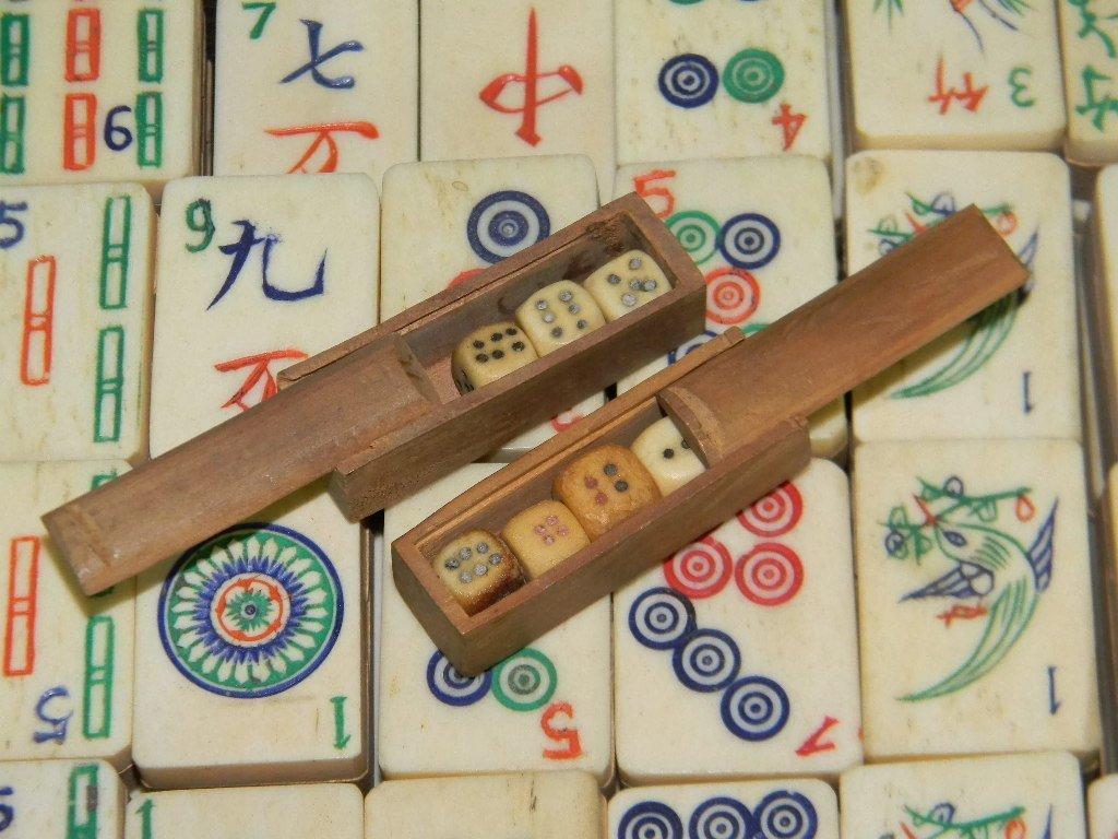 VINTAGE CHINESE BONE & WOOD MAHJONG SET IN CASE - 7