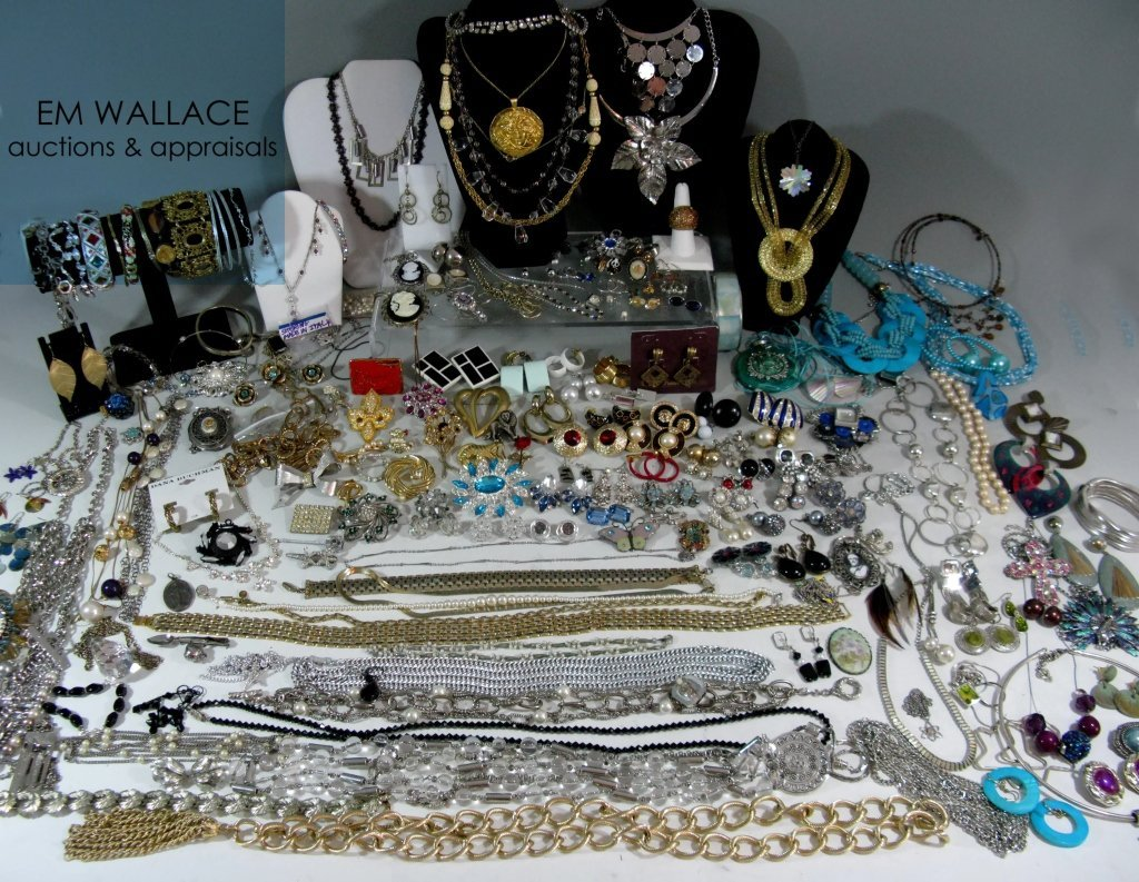 DEALERS LOT COLLECTION OF COSTUME JEWELRY