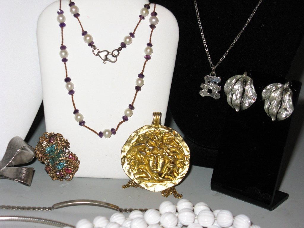 DEALERS LOT COLLECTION OF COSTUME JEWELRY - 4