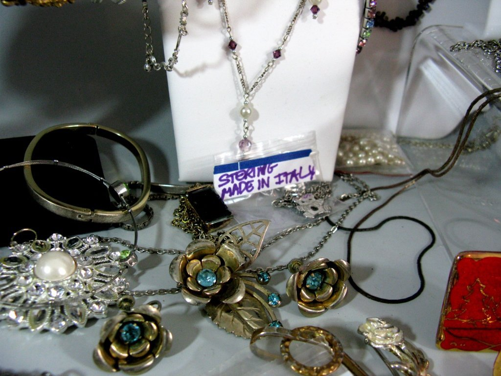 DEALERS LOT COLLECTION OF COSTUME JEWELRY - 8