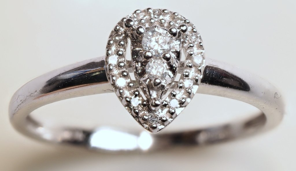 10K WHITE GOLD AND DIAMOND RING - 2