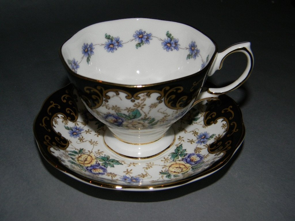 10 PC ROYAL ALBERT COMMEMORATIVE TEACUP SET - 5