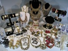 DEALER'S LOT OF WATCHES AND COSTUME JEWELRY