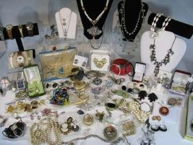 DEALER'S LOT COSTUME JEWELRY & WATCHES