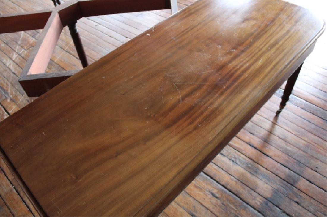 Very Fine Large Neoclassical Mahogany Dining Table - 2
