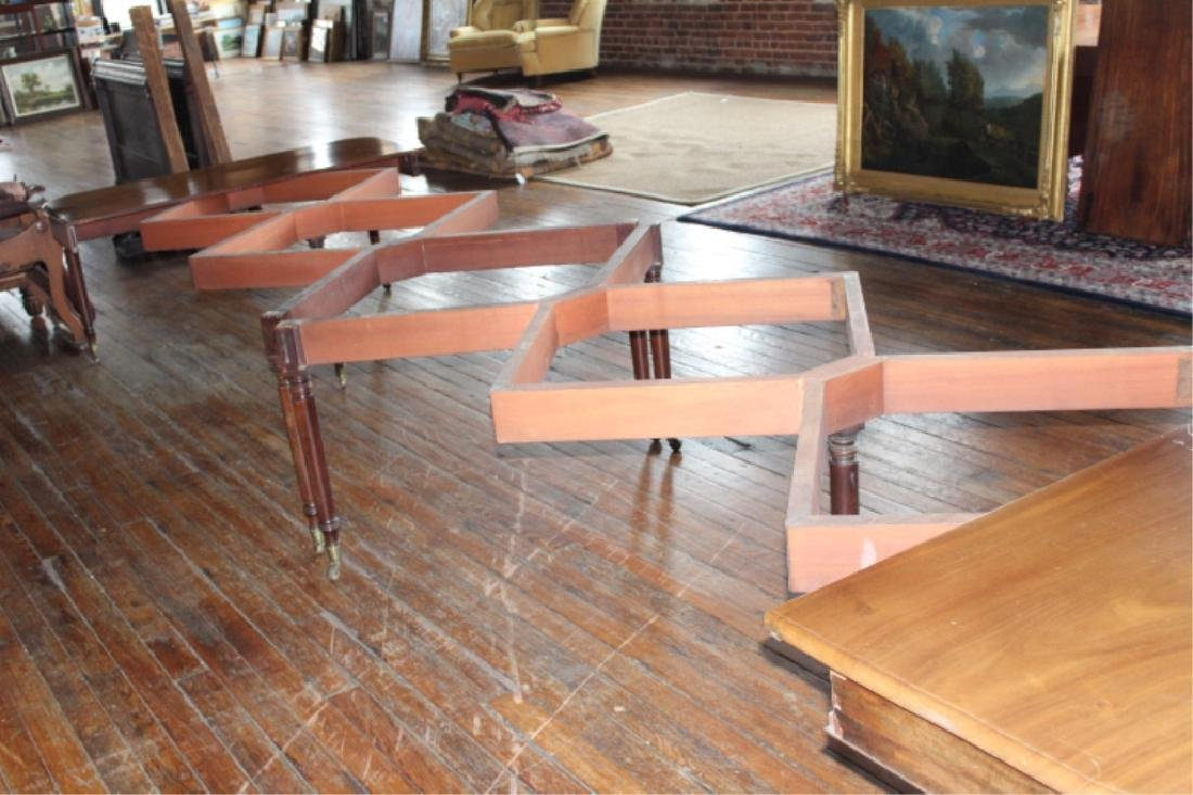 Very Fine Large Neoclassical Mahogany Dining Table - 7