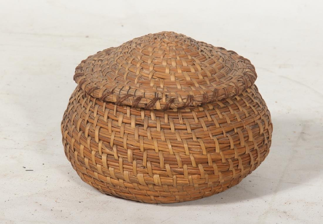 Very Fine Antique Lidded Gullah Basket