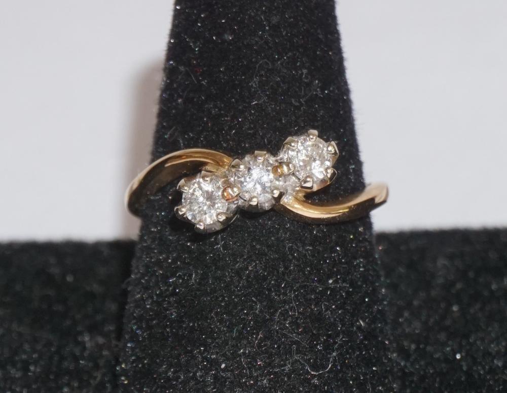 Ladies 14k Gold & Diamond Ring