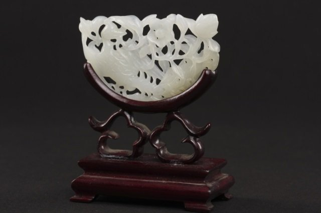 Very fine Chinese carved jade openwork screen