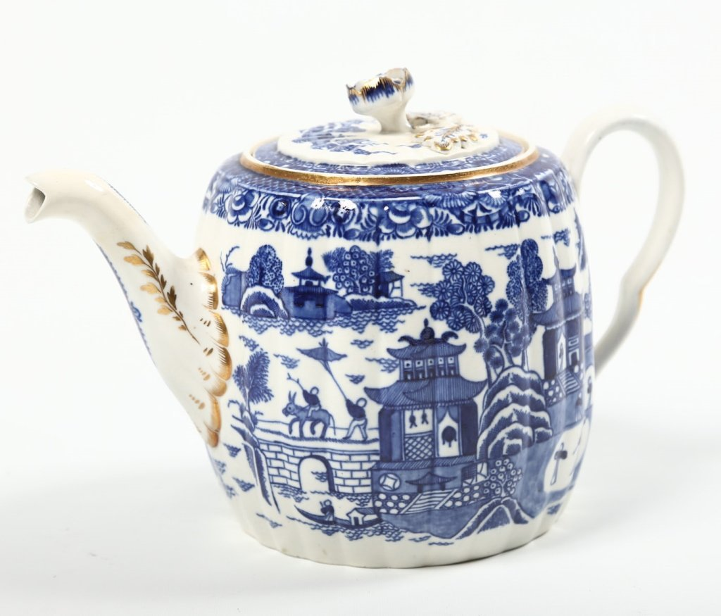 Antique Chinese Export Porcelain Teapot