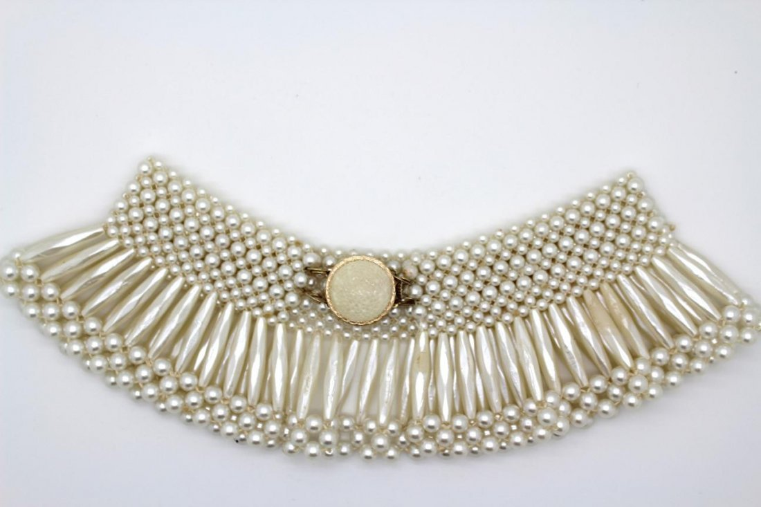 19: Vintage Hong Kong Faux Pearl Collar Necklace