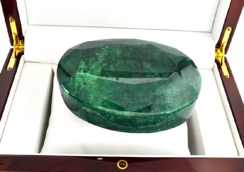3,361.70CT Oval Cut Green Beryl (Emerald) Gemstone