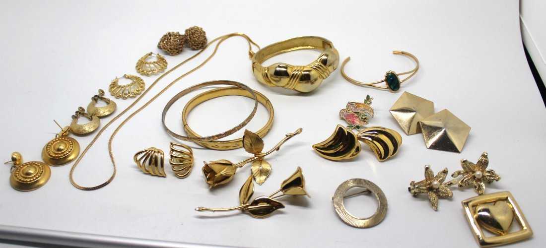 Group of Gold Tone Vintage Jewelry