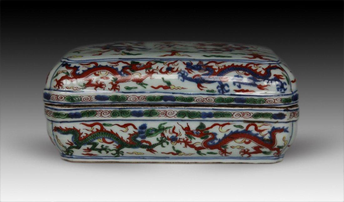 Chinese Ming-style Wucai Dragon Box