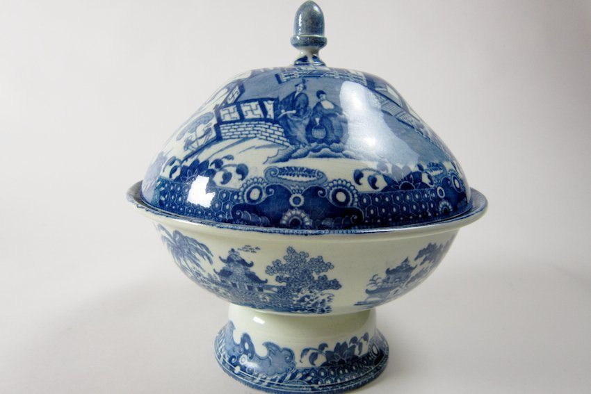 8: Blue/White English Transfer Covered Compote