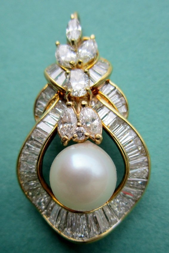 102: 18K Yellow Gold Pearl and Diamond Pendant