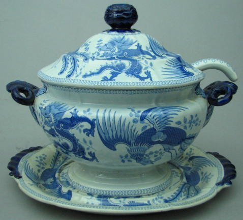 """Large English """"Opaque Chinese Dragon"""" Pattern Covered T"""
