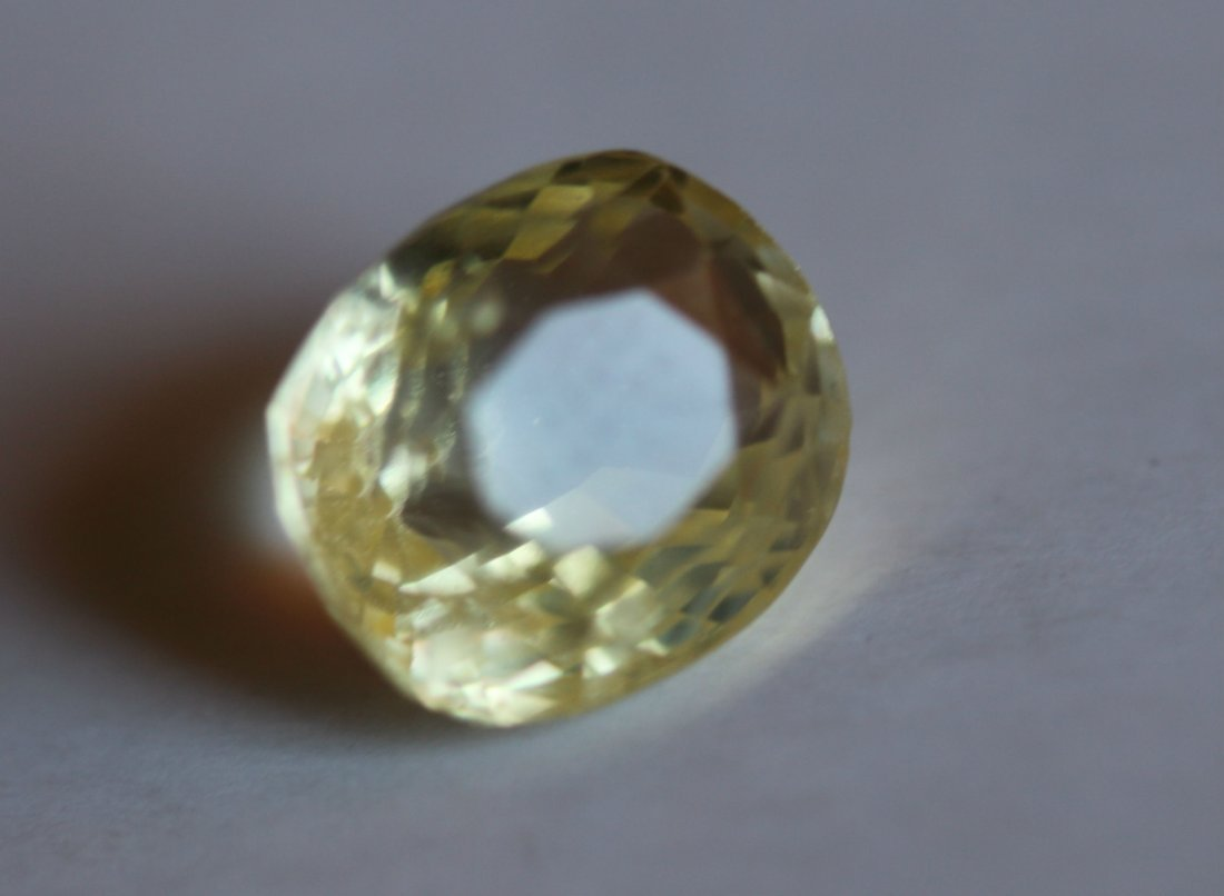 Ceylon Yellow Sapphire 4.40 ct - VVS (No Treatment)