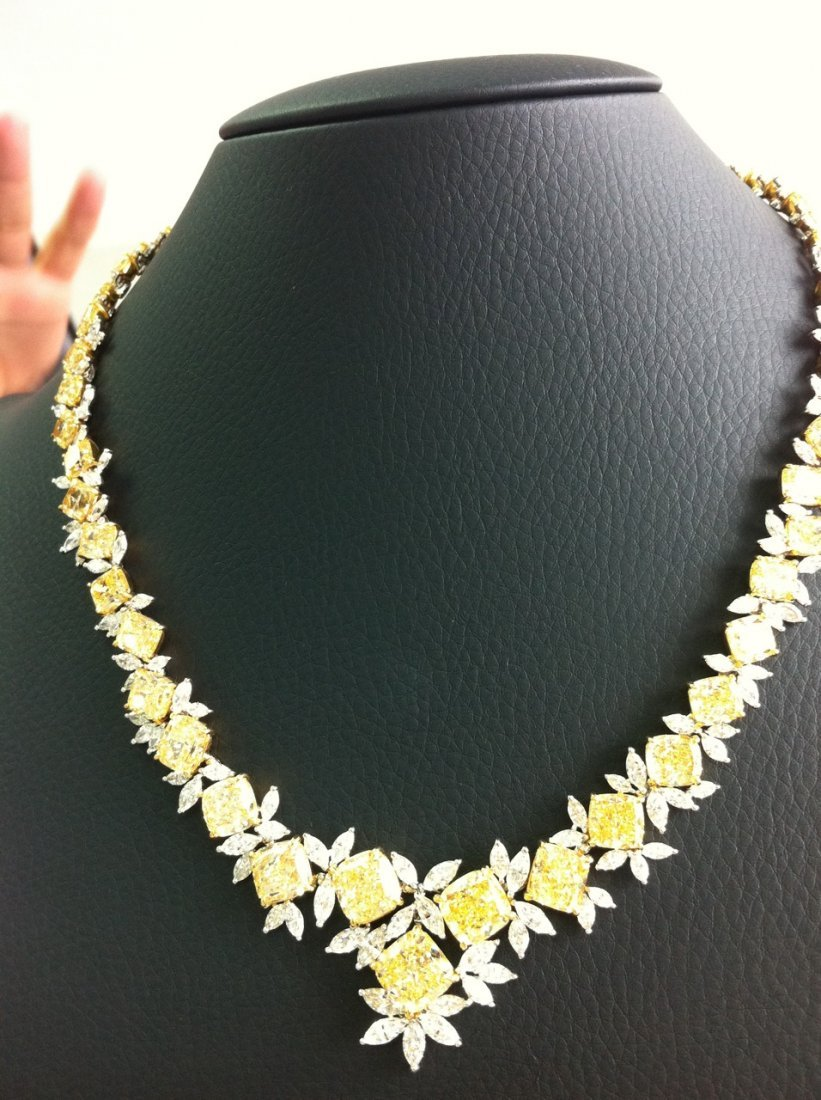 Stunning Fancy Yellow Diamond 74.17 ct - Necklace