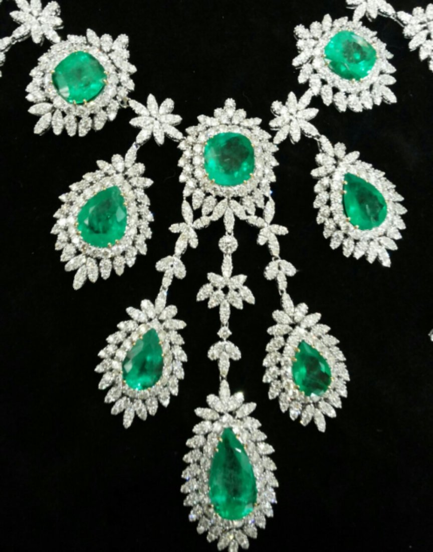Diamond 25 ct & Columbian Emerald 65 ct Gold  Necklace