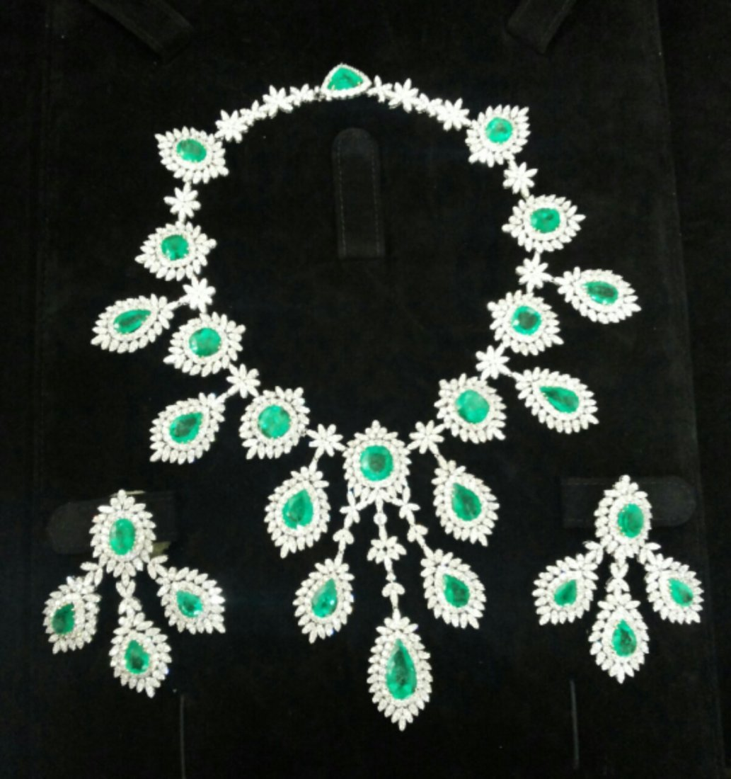 Diamond 32 ct & Natural Emerald 70 ct Gold Necklace