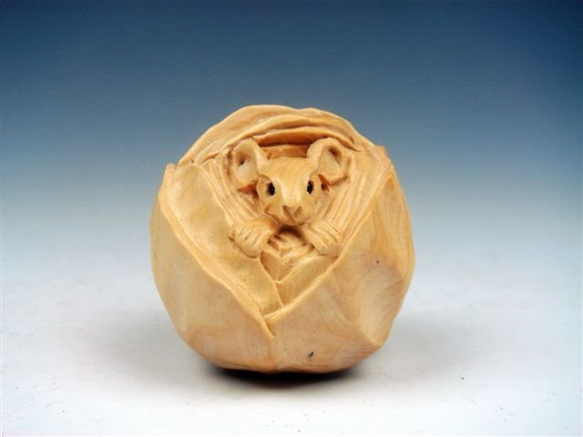 Japanese Hand Carved Sculpture Mouse Wrapped Cabbage