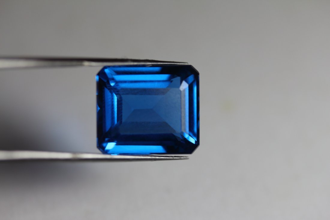 Natural London Blue Topaz 15.37 carats - VVS