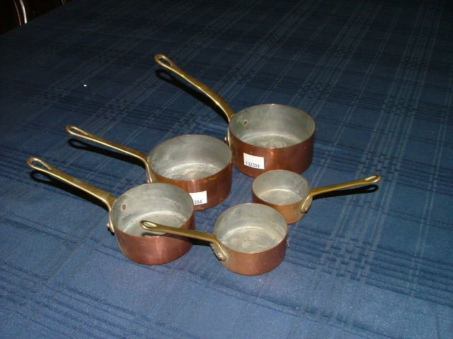 517: Copper saucepan set start bid €10