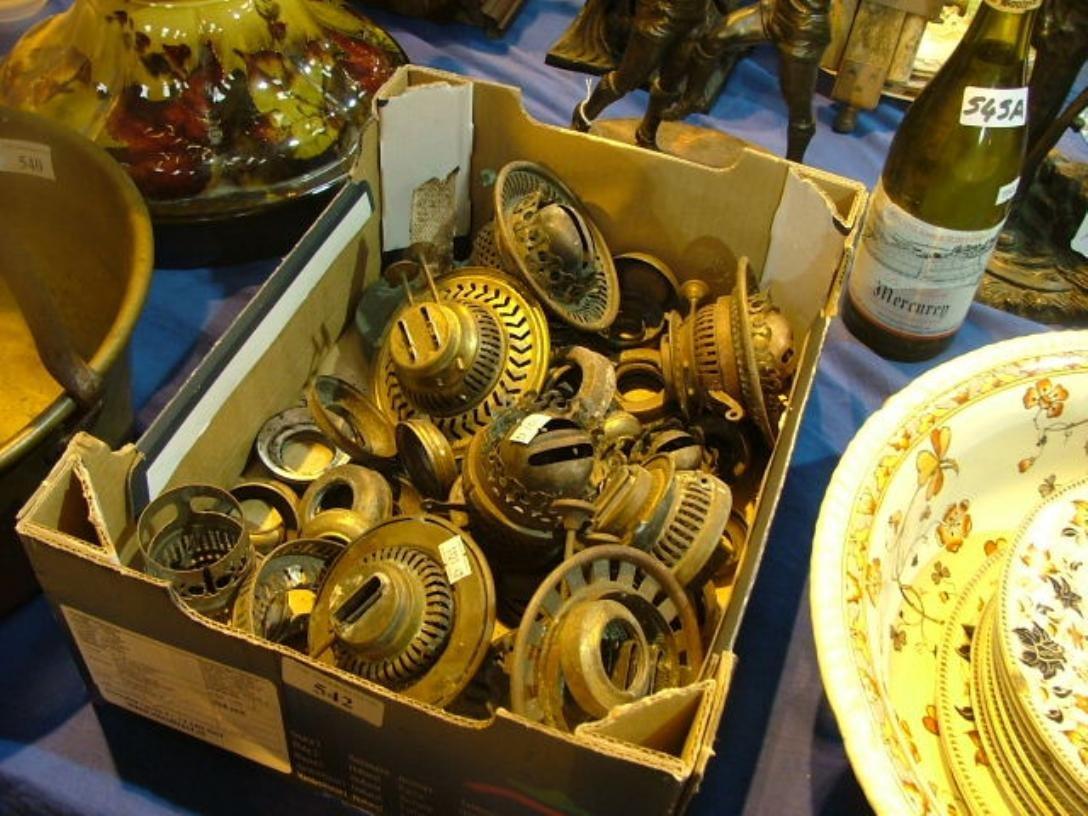 785: Job Lot Brass & Oil lamp spares Start Bid€50