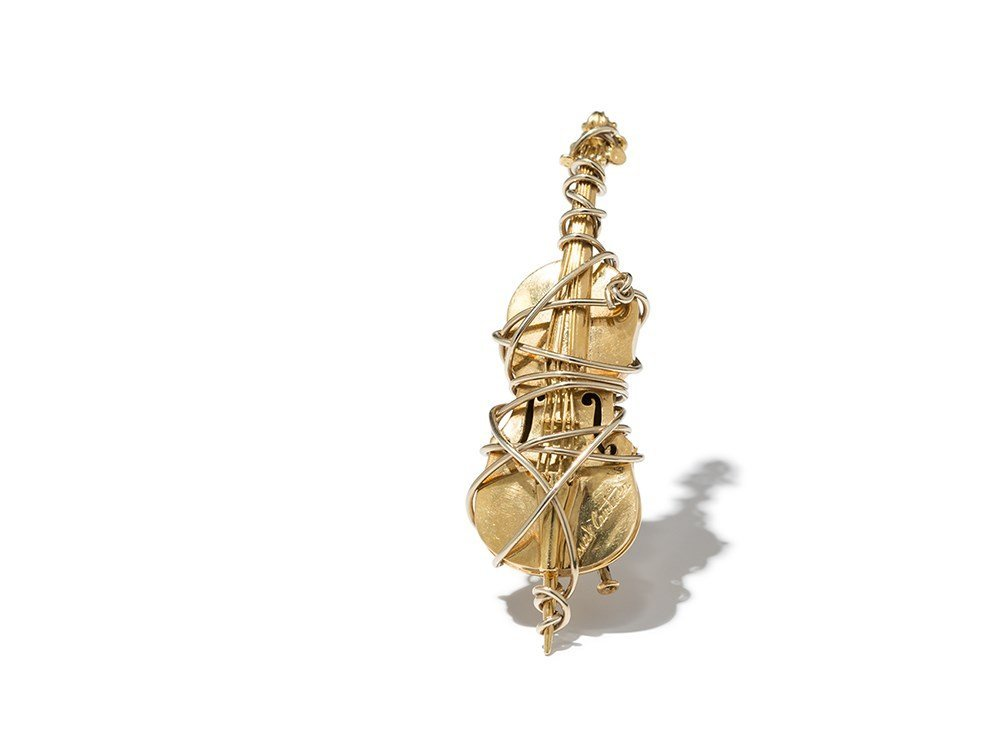 Max Cartier, 18 Carat Gold Cello Brooch, France, 1980s