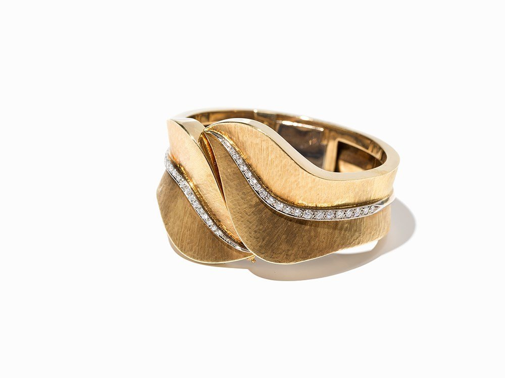 Bangle in Leaf Shape with 40 diamonds, 18 K Gold, c.