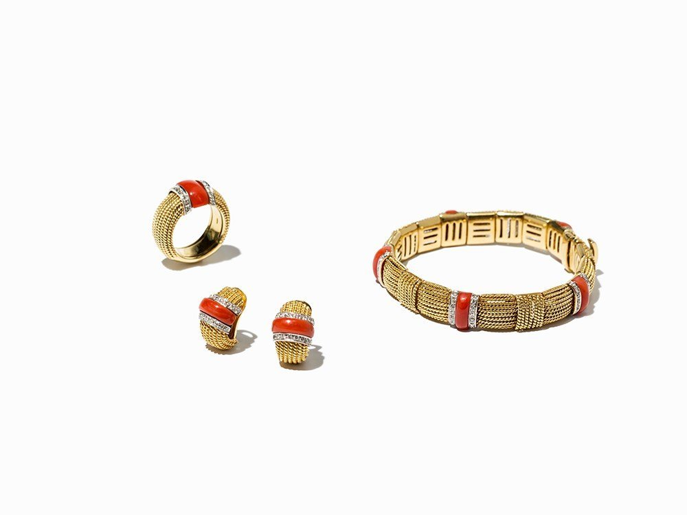 Jewelry Set with Red Corals and 124 Brilliants of c.