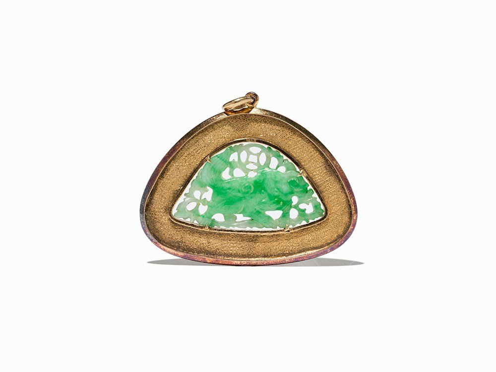 Gold Pendant with Jade Carving in Shape of a Fo Lion,