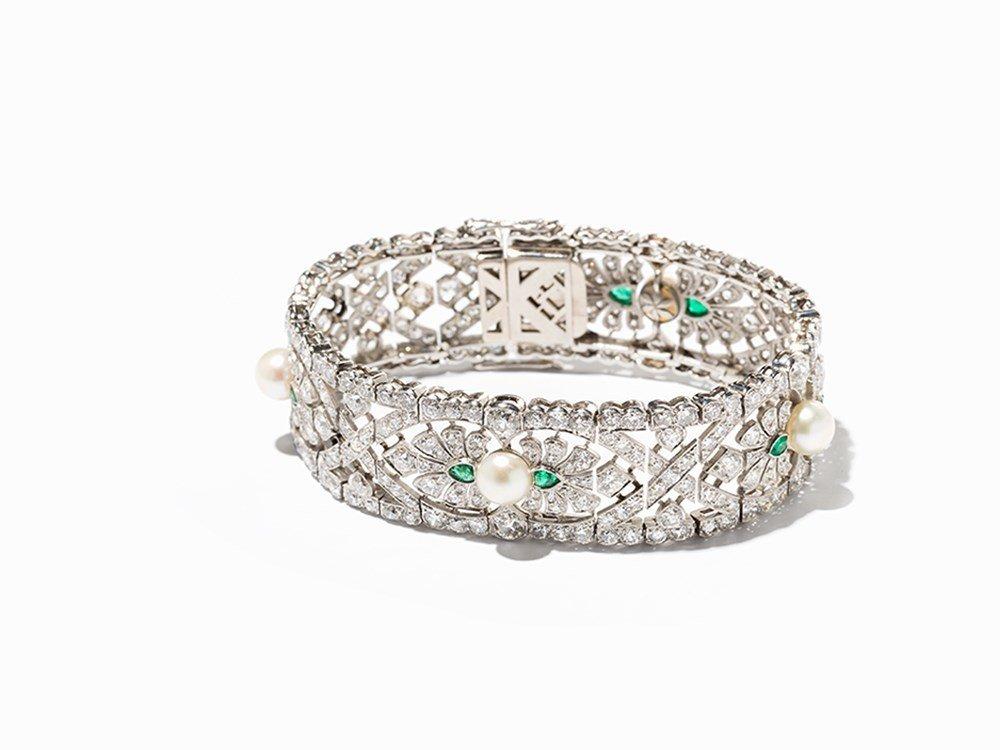 Art Deco Bracelet with 336 Diamonds, 8 Emeralds and 4