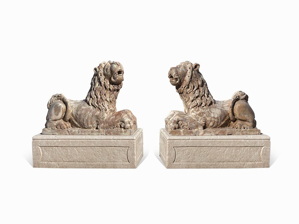 Pair of Lion Figures, Marble, North Italy, 20th C.