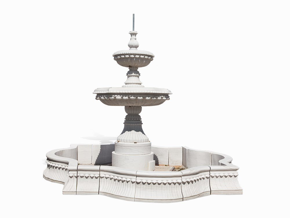 Impressive Fountain, Marble, 2nd H. 20th Century