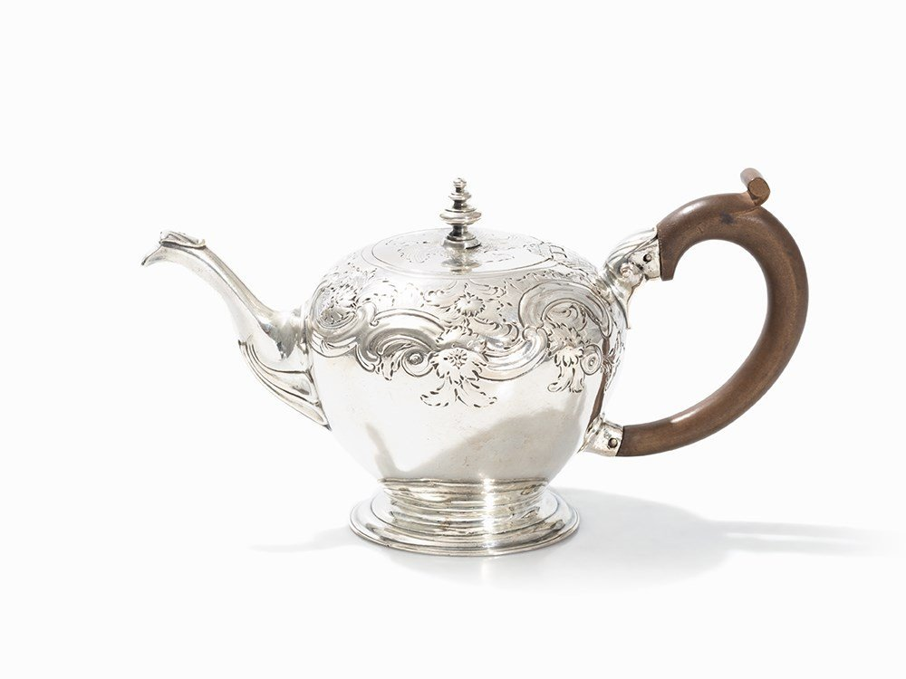 Teapot made of Sterling Silver, London, 1753