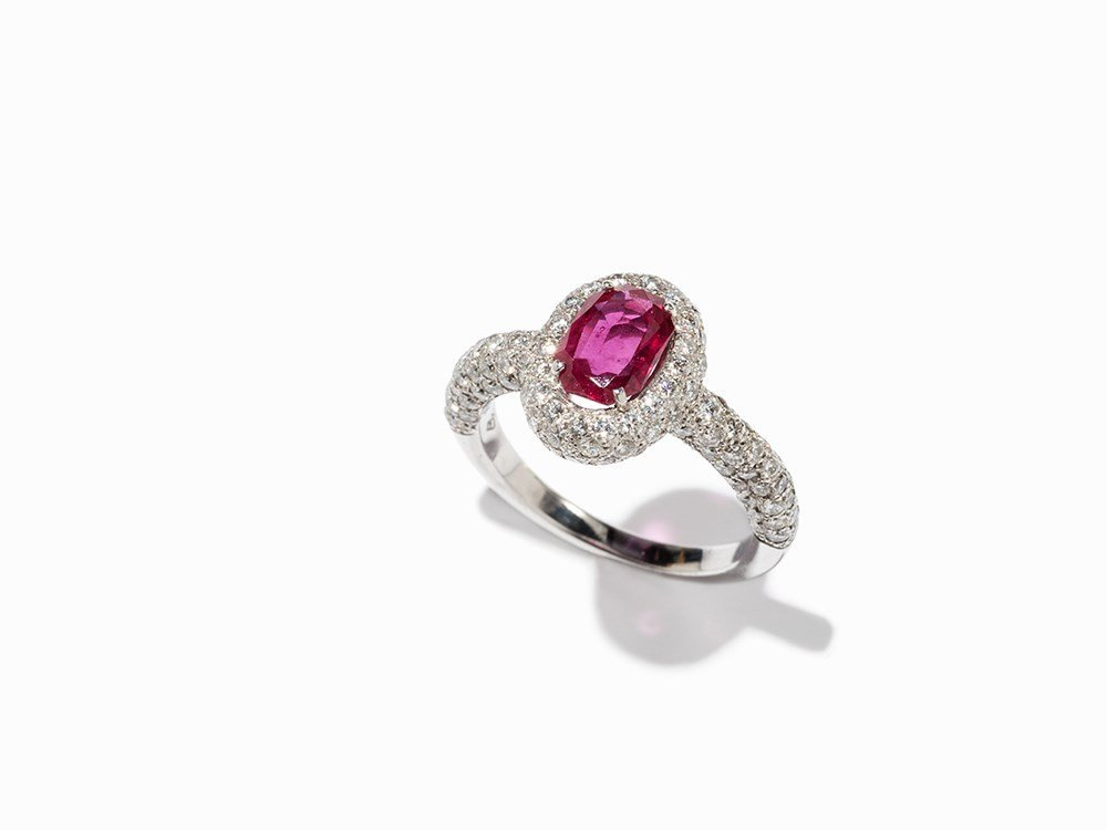 Ruby Ring with 106 Brilliant of c. 1.13 Ct, 18K White
