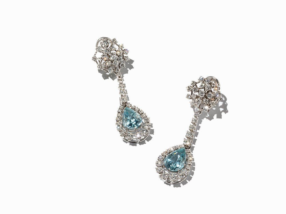 Pair of Earring with 2 Aquamarines and 82 Diamonds, 18K