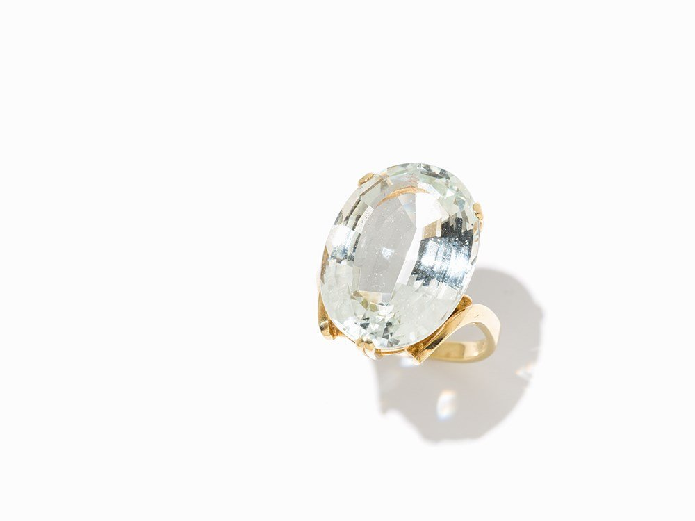 Ladys Ring with Central Aquamarine of 12.8 ct., 14K
