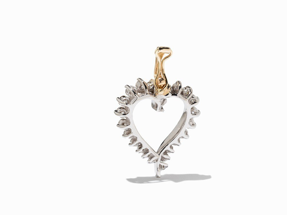 Heart-Shaped Pendant with 25 Diamonds of 1.05 ct., 18K