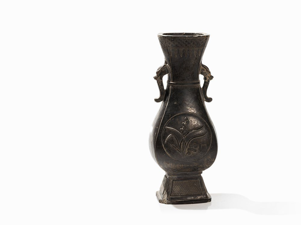 Rare Archaistic Vase HU with Donor Seals, 18th C.