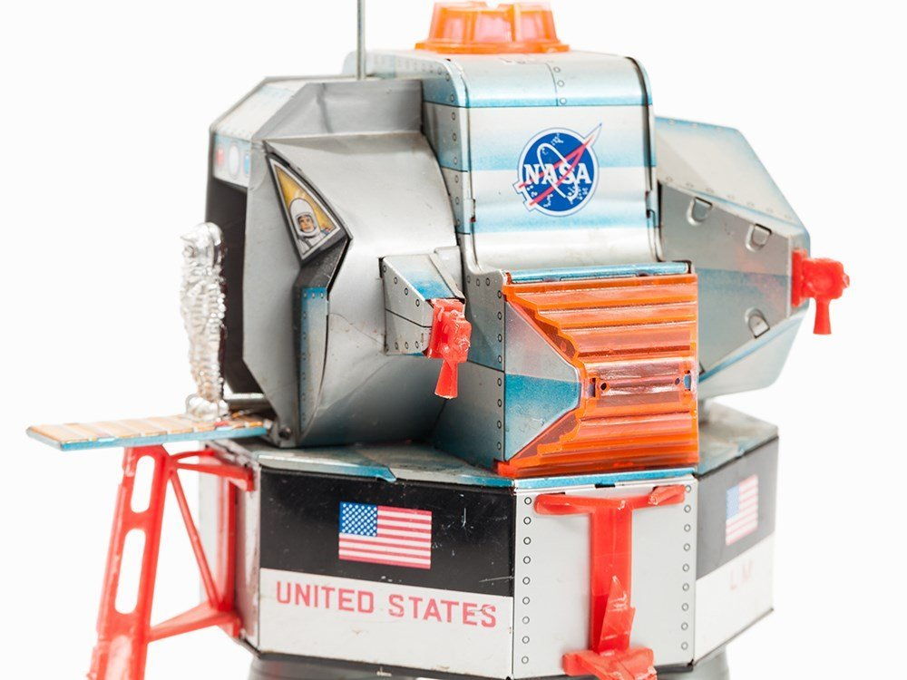 Apollo-11 Toy Lunar Module 'Eagle' & 5 White Astronaut - 4