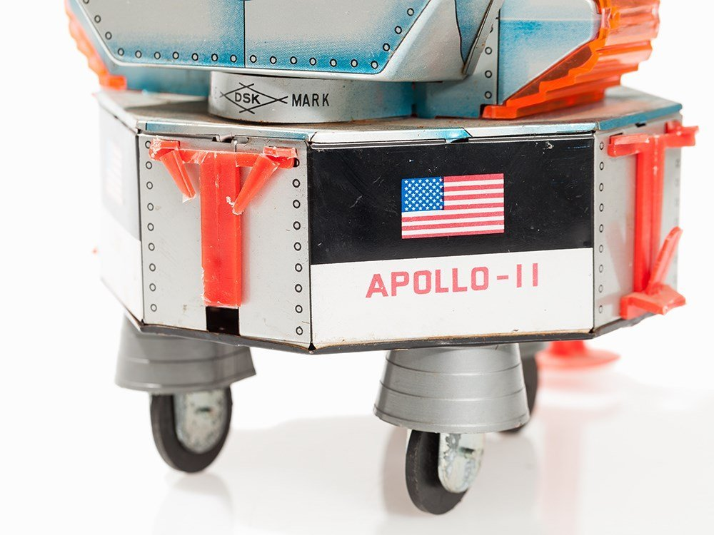 Apollo-11 Toy Lunar Module 'Eagle' & 5 White Astronaut - 6