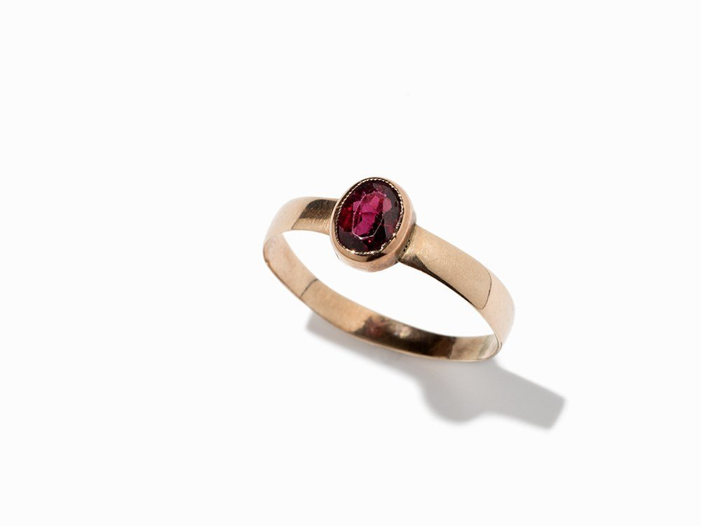 Oval Garnet Ring of Rose Gold, Germany, 1st H. 20th