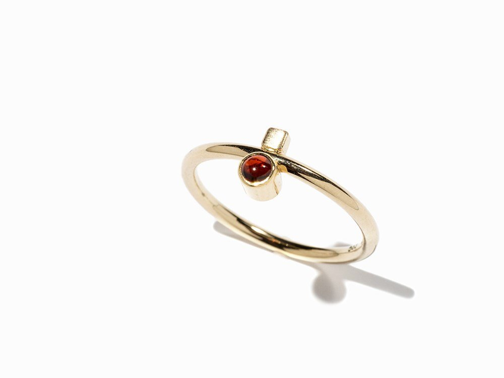 Garnet Ring with a Delicate Design, Late 20th Century
