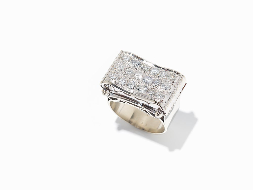 Cocktail Ring with 18 Diamonds in Pave Setting, 18K