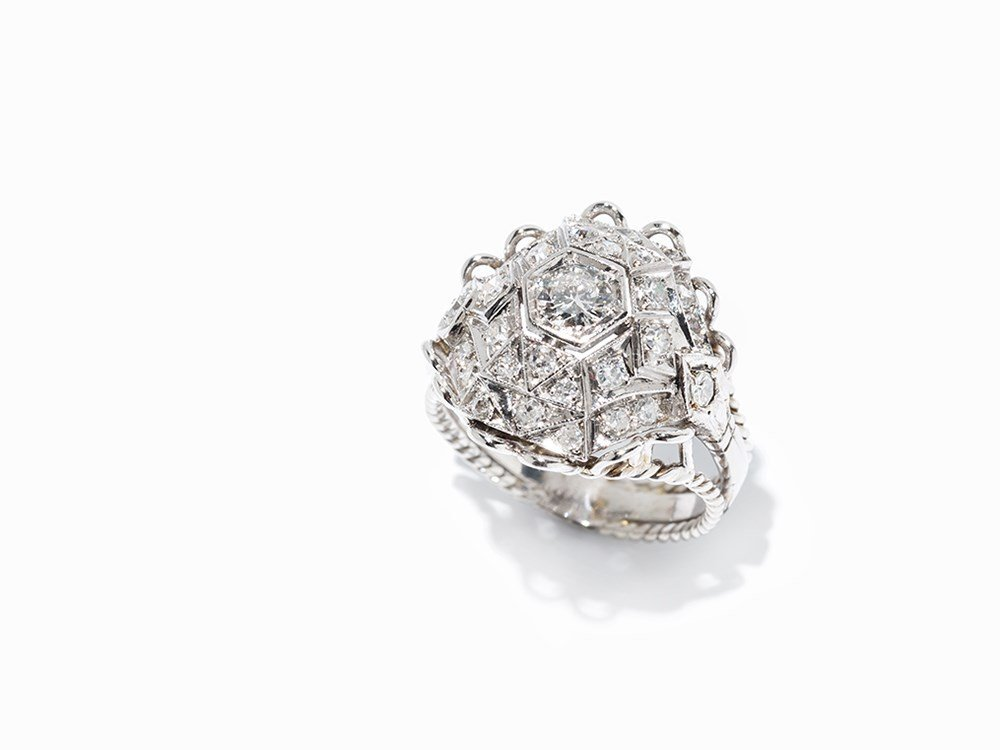 Cocktail Ring with 29 Diamonds, Ornate Ring Head, white