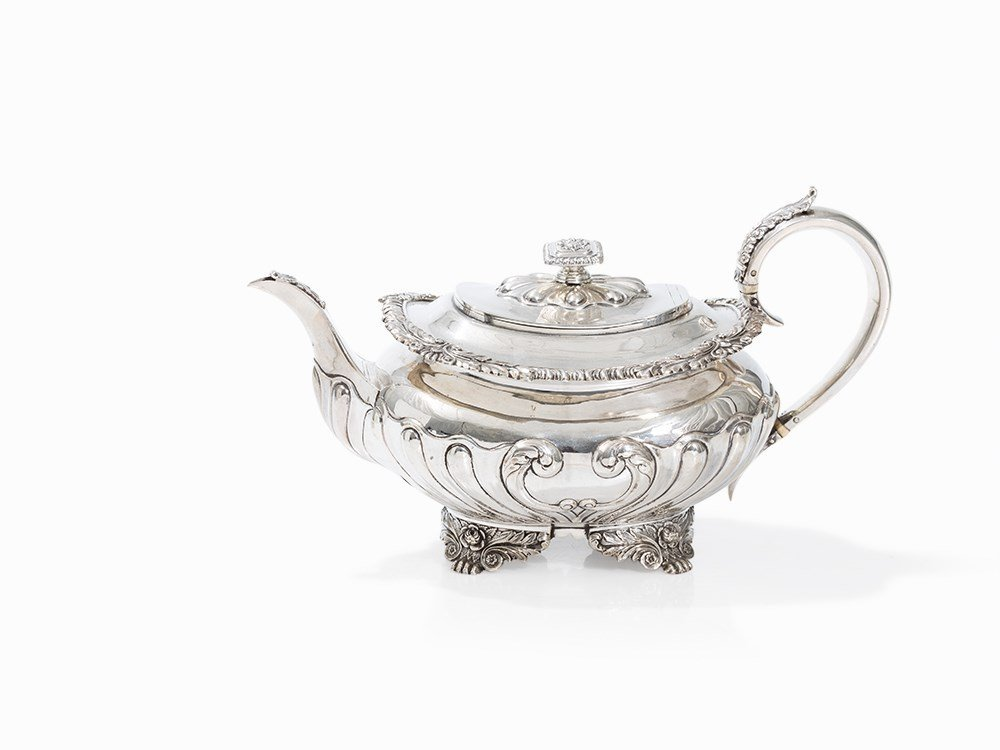 A George IV Silver Teapot pres. by William Ellerby,